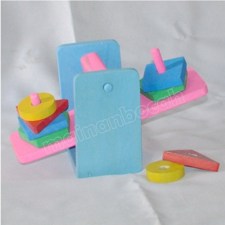 mainan-edukatif-timbangan geometri